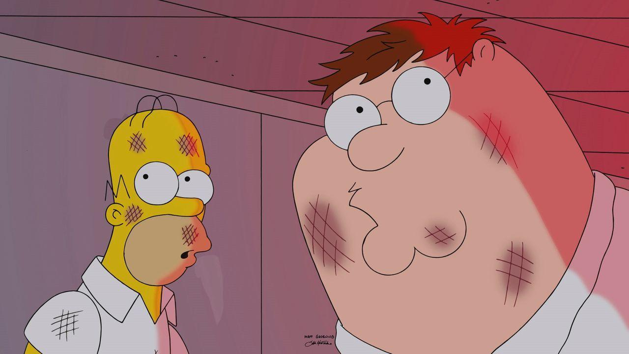 Homer (l.) und Peter (r.) erleben eine ganz besondere Zeit zusammen ... - Bildquelle: 2015-2016 Fox and its related entities. All rights reserved.
