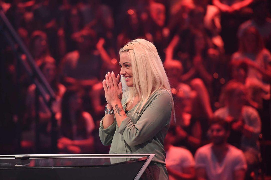 """Jeannine Michaelsen und Aurel Mertz lassen bei der Quiz-Comedy-Show """"Risky Quiz"""" ihre Kandidaten Kathi und Jennifer (Bild) in dem Glauben, 2500 Euro... - Bildquelle: Willi Weber ProSieben"""