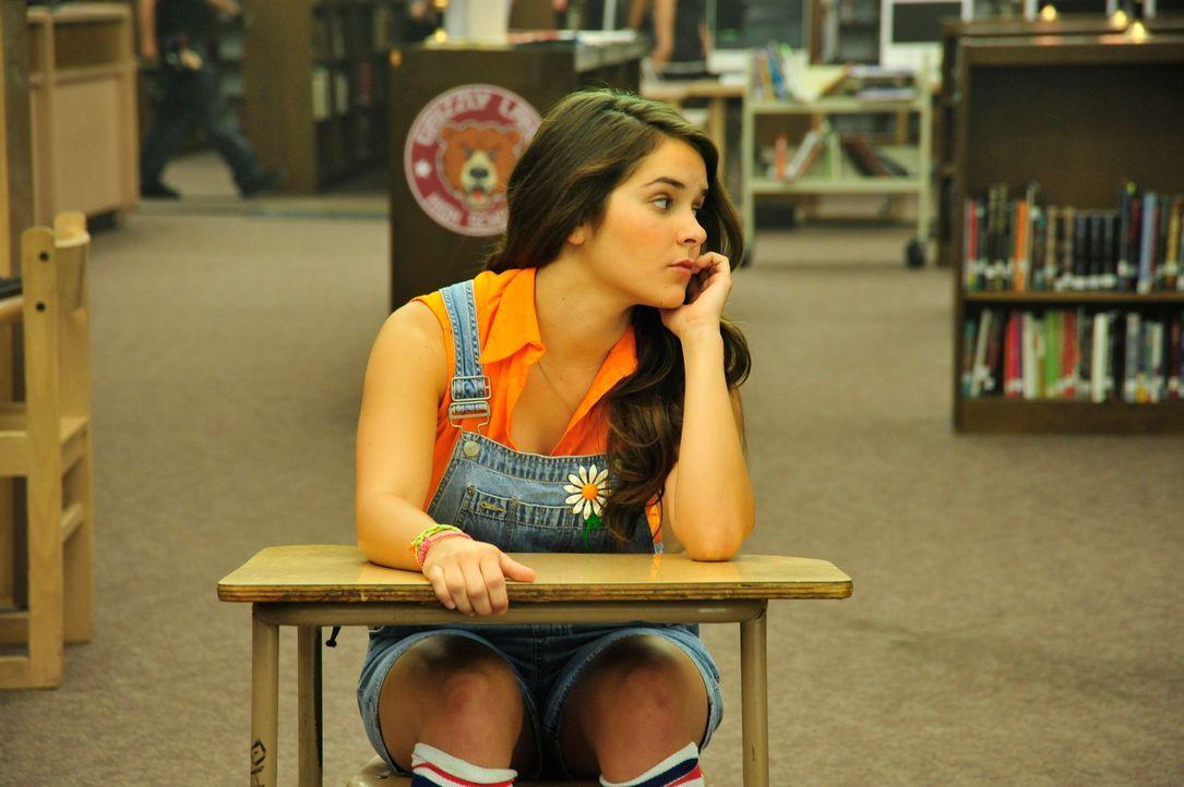 Während an der Schule ein Serienmörder sein Unwesen treibt, müssen Mauerblümchen Riley (Shanley Caswell) und ein paar Klassenkameraden nachsitzen. K... - Bildquelle: 2011 Detention Films, LLC. All Rights Reserved.
