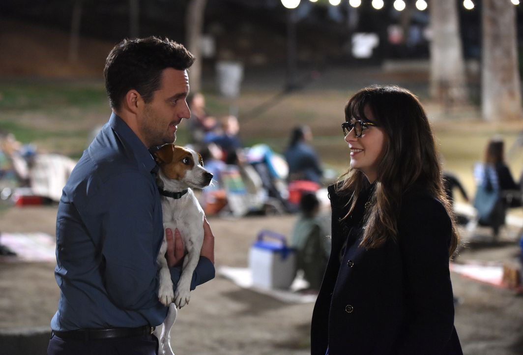 Nick (Jake Johnson, l.) möchte an diesem Abend Jess (Zooey Deschanel, r.) endlich den Antrag machen, doch Jess' neuer Hund bringt all seine Pläne du... - Bildquelle: 2018 Fox and its related entities.  All rights reserved.