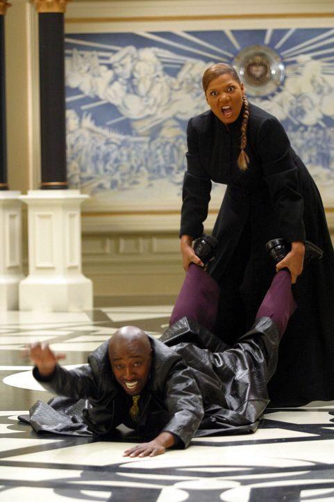 Auch einem Orakel (Queen Latifah, r.) platzt mal der Kragen mit Orpheus (Eddie Griffin, l.) ... - Bildquelle: Miramax Films
