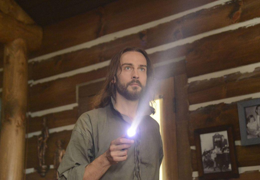 Nimmt erneut im Kampf gegen das Böse auf: Ichabod Crane (Tom Mison) ... - Bildquelle: 2013 Twentieth Century Fox Film Corporation. All rights reserved.