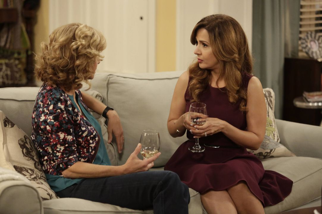 Vanessa (Nancy Travis, l.); Sheryl (Maria Canals-Barrera, r.) - Bildquelle: 2016-2017 American Broadcasting Companies. All rights reserved.