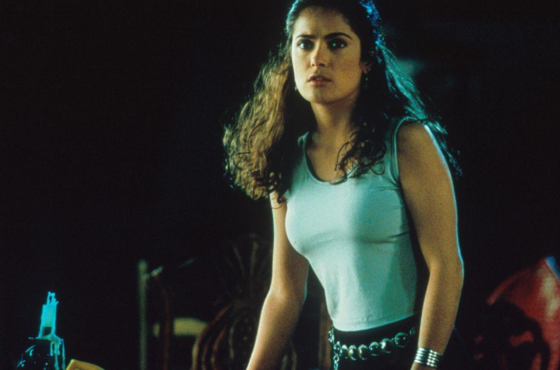 Eine heißblütige Mexikanerin: Isabel (Salma Hayek) ... - Bildquelle: Columbia Tri-Star
