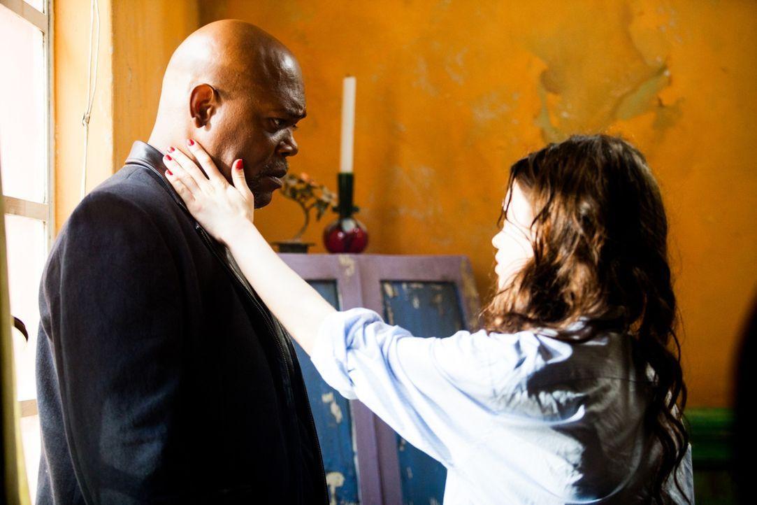 Noch ahnt Sawa (India Eisley, r.) nicht, dass sie nicht die einzige Killerin ist, die Karl (Samuel L. Jackson, l.) zur Mordmaschine ausgebildet hat....