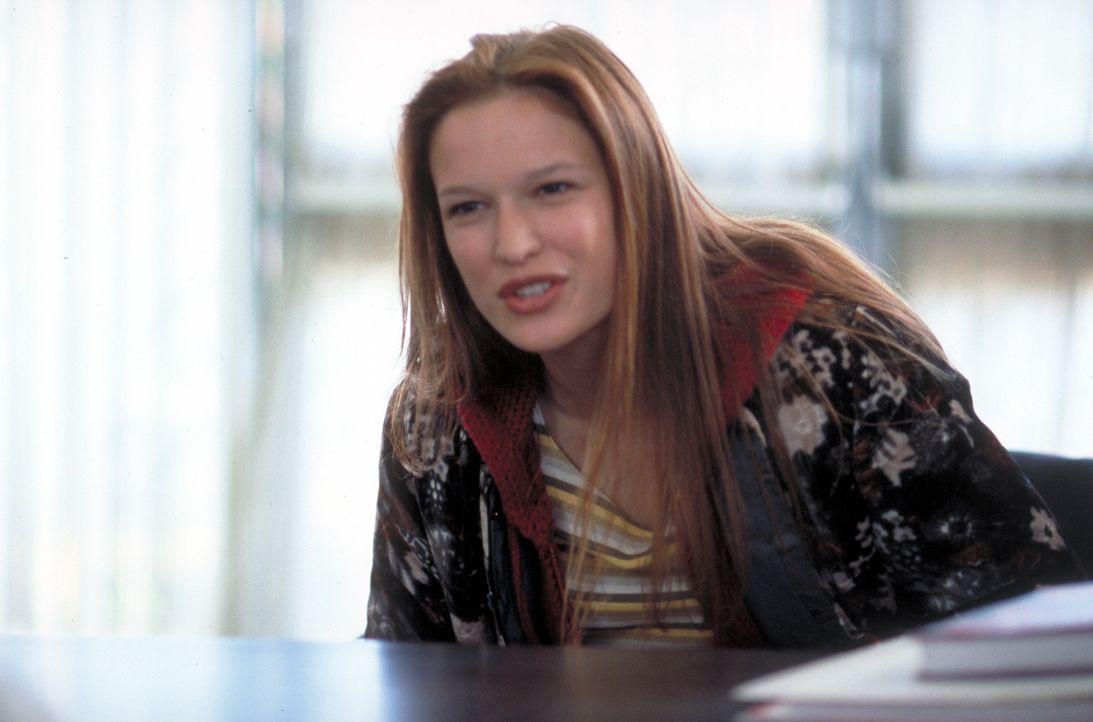 Obwohl Mitschüler Jenny (Jane McGregor) vor ihrem Klassenkameraden Trevor warnen, denkt das selbstbewusste Mädchen gar nicht daran, sich abschreck... - Bildquelle: Viacom Productions Inc.