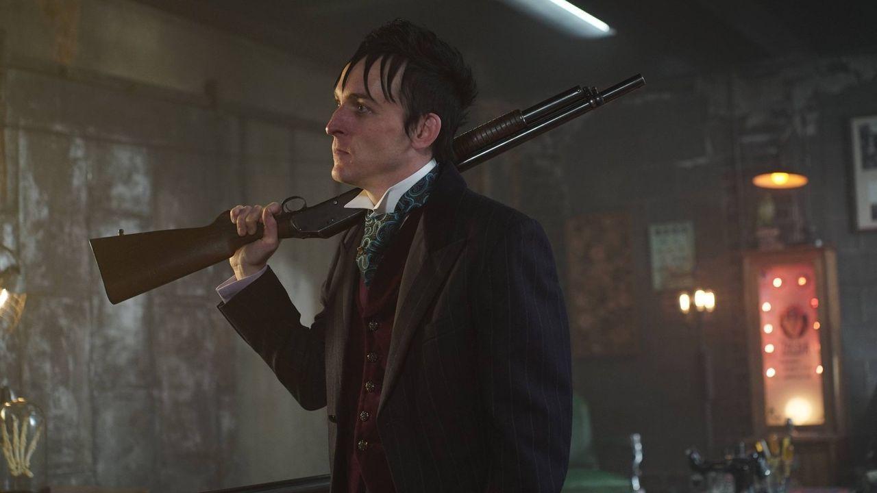 Nimmt gemeinsam mit Gordon den Kampf gegen Theo Galavan auf: Penguin (Robin Lord Taylor) ... - Bildquelle: Warner Brothers
