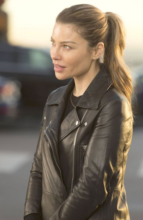 Eine von Lucifers egoistischen Entscheidungen sorgt dafür, dass sich Chloe (Lauren German) Sorgen über ihre Tochter macht ... - Bildquelle: 2016 Warner Brothers