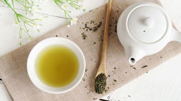 Gesichtswasser mit grünem Tee – wohltuend und nährstoffreich für deine Haut....