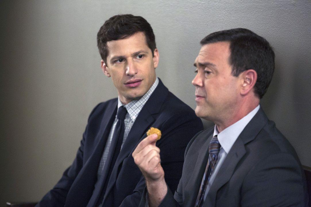 Jake Peralta (Andy Samberg, l.); Charles Boyle (Joe Lo Truglio, r.) - Bildquelle: John Fleenor 2015 UNIVERSAL TELEVISION LLC. All rights reserved. / John Fleenor