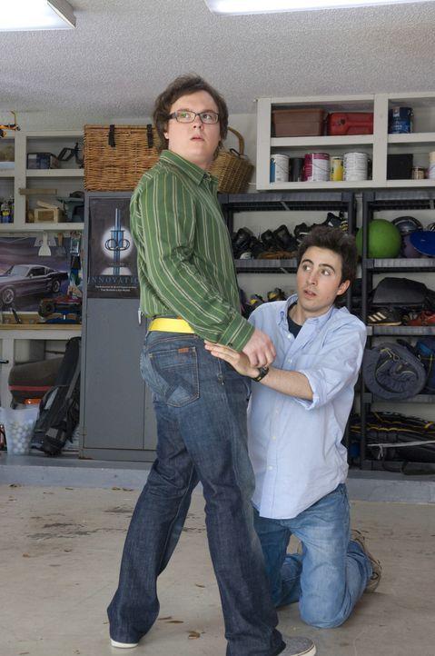 Ian (Josh Zuckerman, r.) und Kumpel Lance (Clark Duke, l.) geraten auf ihrem Trip von einer absurden Situation in die nächste ... - Bildquelle: 2008 Summit Entertainment, LLC. All rights reserved