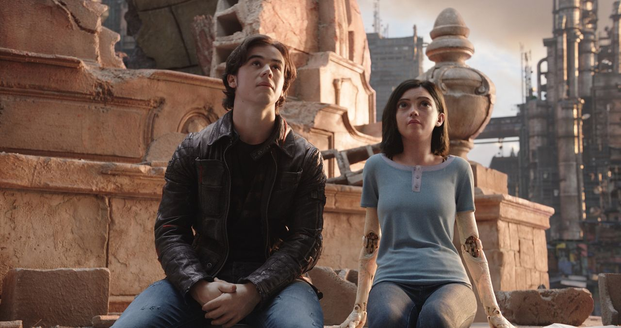 Hugo (Keean Johnson, l.); Alita (Rosa Salazar, r.) - Bildquelle: 2019 Twentieth Century Fox Film Corporation.  All rights reserved.