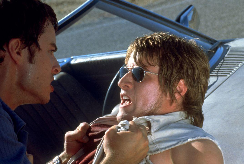 Als der naive Sean (Kerr Smith, l.) auf einer Reise quer durch Amerika den Anhalter Nick (Brendan Fehr, r.) mitnimmt, ahnt er nicht, dass er sich da... - Bildquelle: 2003 Sony Pictures Television International. All Rights Reserved.