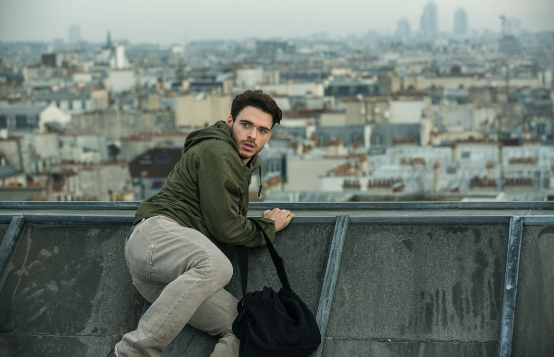 Michael Mason (Richard Madden) - Bildquelle: 2016 STUDIOCANAL S.A. TF1 FILMS PRODUCTION S.A.S. ALL RIGHTS RESERVED.
