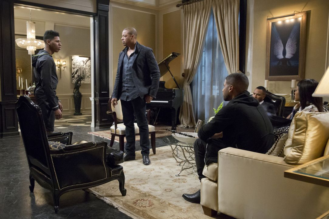 Hakeem (Bryshere Y. Gray, l.) wurde wieder freigelassen. Während sich Jamal (Jussie Smollett, M.), Andre (Trai Byers, 2.v.r.), Lucious (Terrence How... - Bildquelle: Chuck Hodes 2015-2016 Fox and its related entities.  All rights reserved.