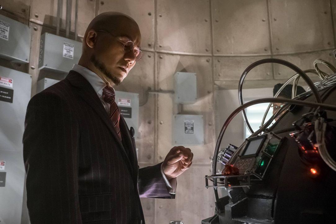 Versucht alles, um die Befehle seiner Vorgesetzten umzusetzen: Dr. Strange (B.D. Wong) ... - Bildquelle: Warner Brothers