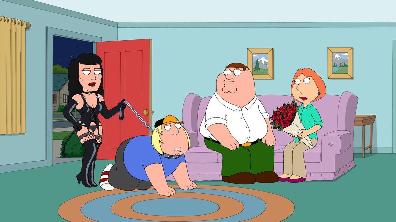 Kaum ist die eine Freundin weg, hat Chris (2.v.l.) eine Neue: Peter (2.v.r.) und Lois (r.) sind geschockt ... - Bildquelle: 2015-2016 Fox and its related entities. All rights reserved.