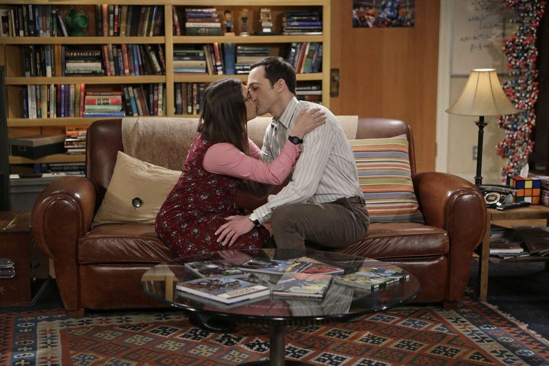 Während Leonard und Penny über die Hochzeit reden, geht es bei Amy (Mayim Bialik, l.) und Sheldon (Jim Parsons, r.) nicht vorwärts ... - Bildquelle: Warner Bros. Television