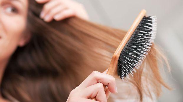 Die richtige Pflege-Routine bei langen Haaren ist essentiell für eine glatte...