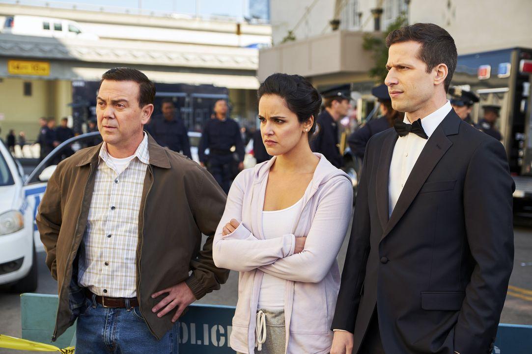 (v.l.n.r.) Charles Boyle (Joe Lo Truglio); Amy Santiago (Melissa Fumero); Jake Peralta (Andy Samberg) - Bildquelle: John P. Fleenor 2018 UNIVERSAL TELEVISON LLC. All rights reserved. / John P. Fleenor
