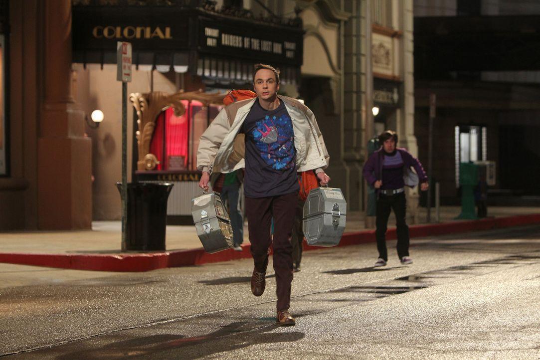 """Als Sheldon (Jim Parsons, vorne) erfährt, dass es keine Karte mehr für die neue Version des Indiana Jones-Films """"Jäger des verlorenen Schatzes"""" gibt... - Bildquelle: Warner Bros. Television"""