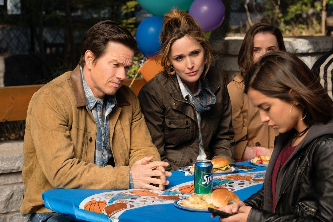 (v.l.n.r.) Pete (Mark Wahlberg); Ellie (Rose Byrne); Lizzy (Isabela Moner) - Bildquelle: Hopper Stone 2018 Paramount Pictures. All rights reserved. / Hopper Stone