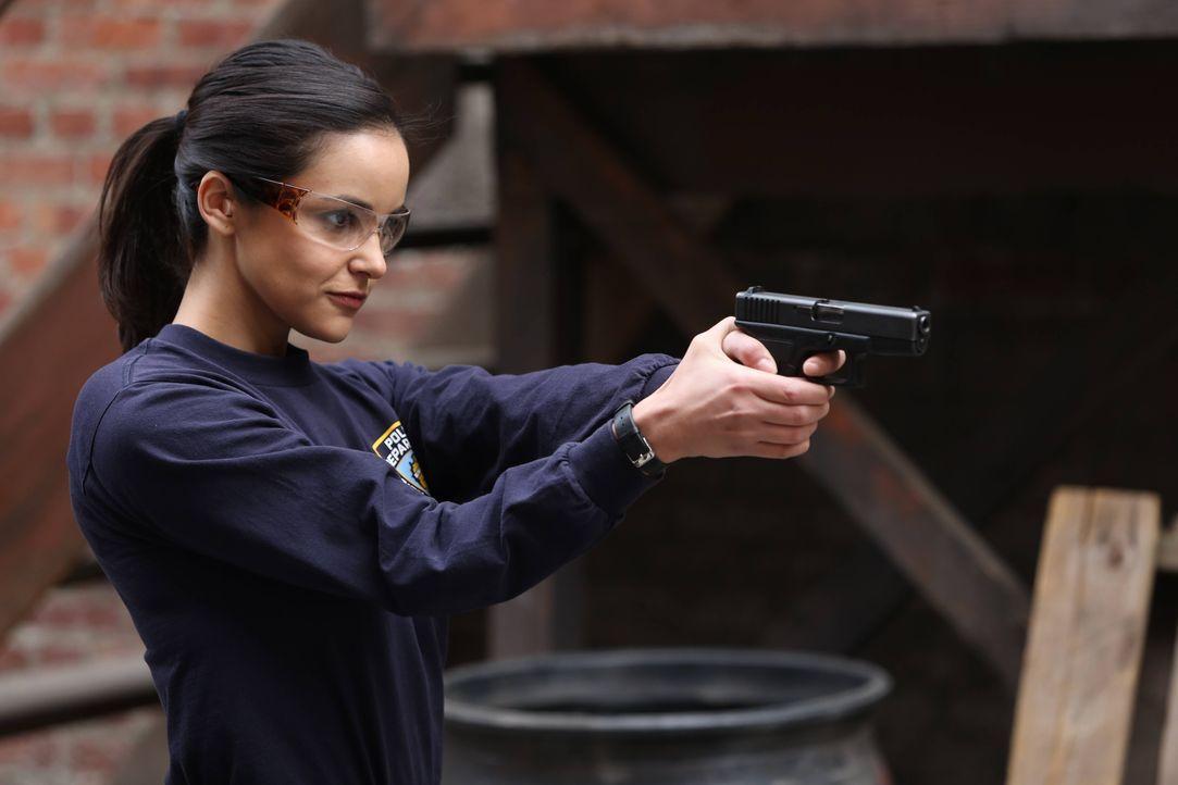Amy Santiago (Melissa Fumero) - Bildquelle: Tyler Golden 2013 NBC Studios LLC. All Rights Reserved. / Tyler Golden