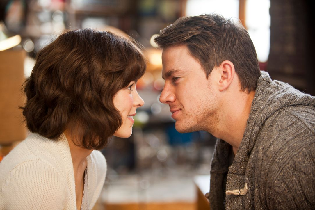Kennt sie ihn wirklich nicht mehr? Für Leo (Channing Tatum, r.) ist es schwer zu begreifen, dass seine Ehefrau Paige (Rachel McAdams, l.) nach ihrem... - Bildquelle: Kerry Hayes 2010 Vow Productions, LLC. All rights reserved.