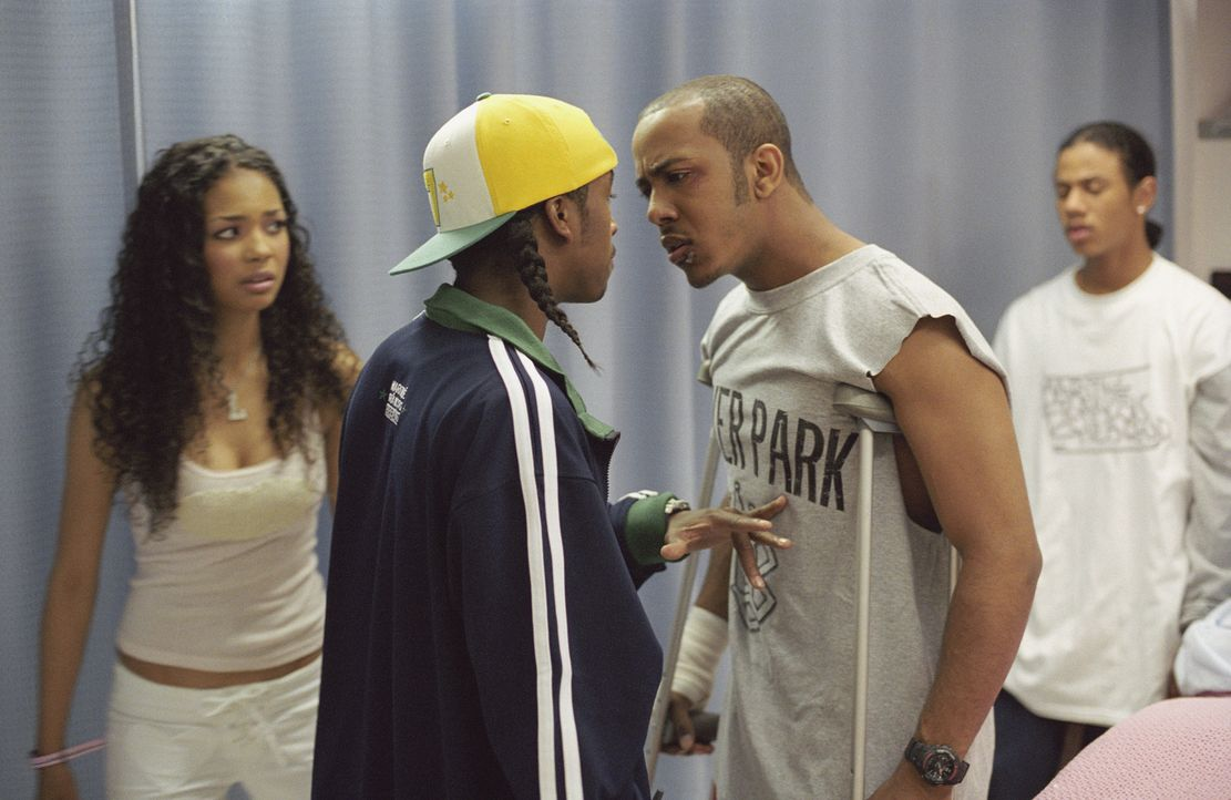 Als David (Omari Grandberry, M.) mit Elgins (Marques Houston, r.) jüngerer Schwester Liyah (Jennifer Freeman, l.) anbandelt und Elgin bei einem Job... - Bildquelle: 2004 Screen Gems, Inc. All Rights Reserved.