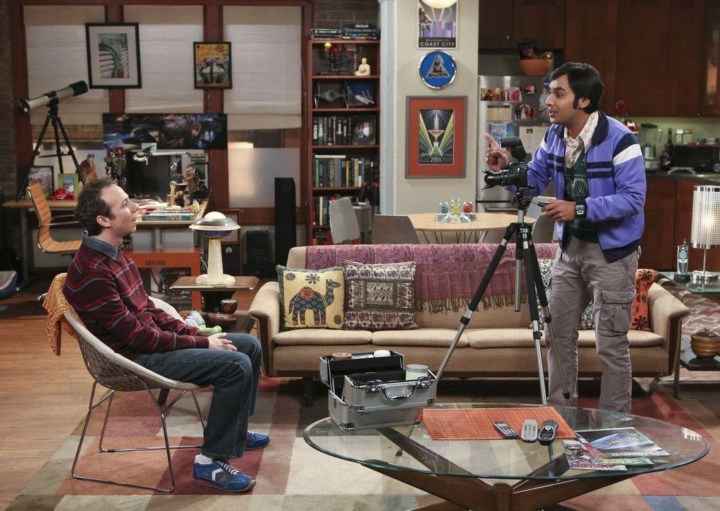 Um endlich eine Frau zu finden, melden sich Raj (Kunal Nayyar, r.) und Stuart (Kevin Sussman, l.) bei einer Online-Dating-Plattform an ... - Bildquelle: Warner Bros. Television