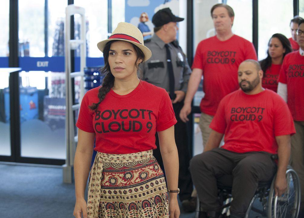 Erhofft sich mehr Erfolg für den Boykott, wenn sie die Protestaktion ins Innere des Ladens verlagern: Amy (America Ferrera, vorne). - Bildquelle: Colleen Hayes 2016 Universal Television LLC. ALL RIGHTS RESERVED.