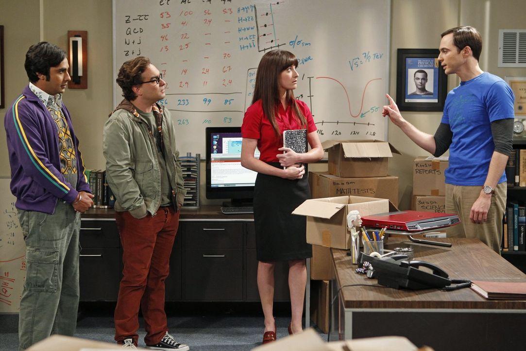 Da Sheldon (Jim Parsons, r.) es nicht schafft, seine ganzen alten Arbeiten, die er als Kind geschrieben hat, durchzuschauen, stellt er sich, eine As... - Bildquelle: Warner Bros. Television