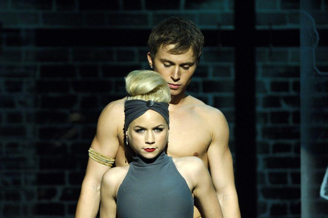 Für Suzanne (Sarah Jayne Jensen, vorne) ist Tommy (Kenny Wormald, hinten) nicht nur der ideale Tanzpartner, sondern für das ganze Leben. Doch der... - Bildquelle: Copyright   2008 Stage 6 Films, Inc. All Rights Reserved.