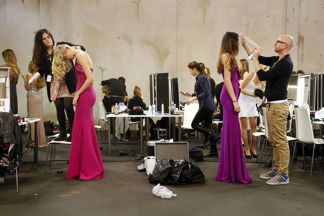 GNTM-Stf10-Epi03-Fashionshow-03-ProSieben-Richard-Huebner - Bildquelle: ProSieben/Richard Huebner