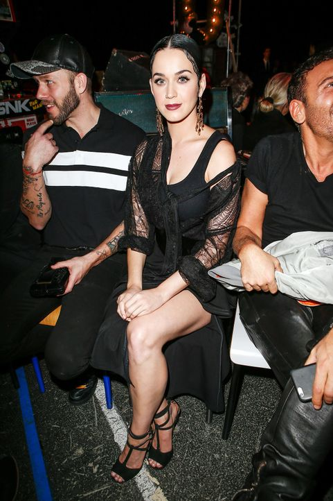 Paris-Fashion-Week-Katy-Perry-1-150308-SIPA-WENN-com - Bildquelle: SIPA/WENN.com