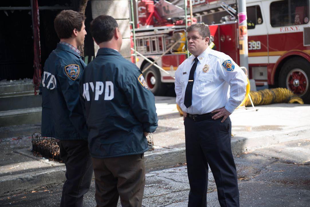(v.l.n.r.) Jake Peralta (Andy Samberg); Charles Boyle (Joe Lo Truglio); Boone (Patton Oswalt) - Bildquelle: Eddy Chen 2013 NBC Studios LLC. All Rights Reserved. / Eddy Chen