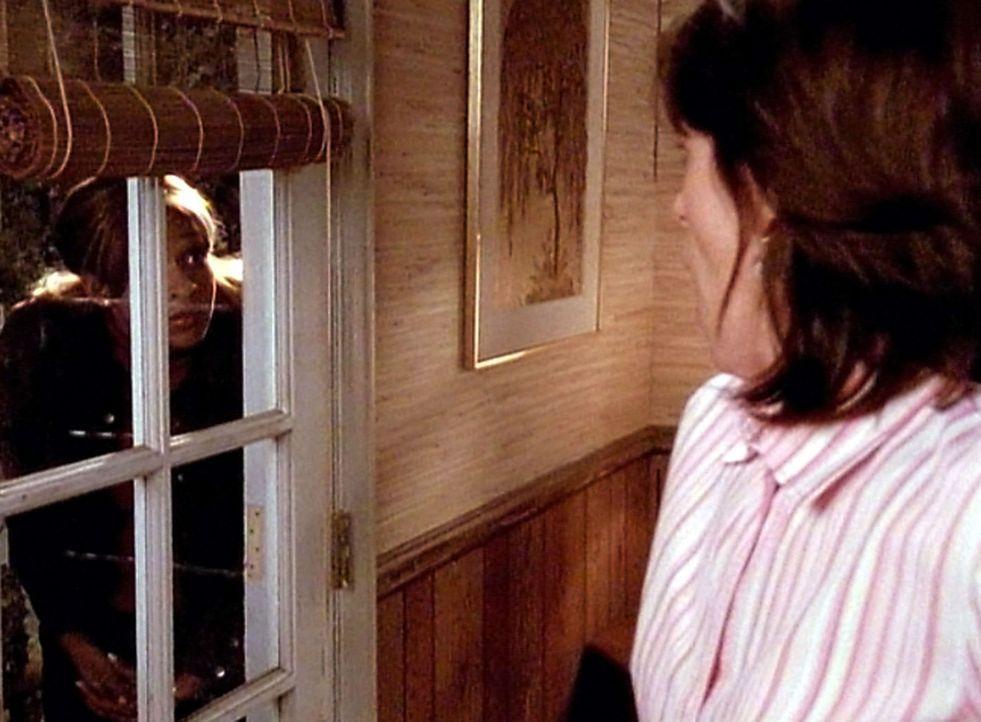 Kitty (Merrin Dungy, l.) bittet Lois (Jane Kaczmarek, r.) mit ihrem Mann zu reden, damit sie noch eine Chance bekommt. Doch Lois weigert sich, dies... - Bildquelle: TM &  2005 - 2006 Twentieth Century Fox Film Corporation and Regency Entertainment (USA), Inc.