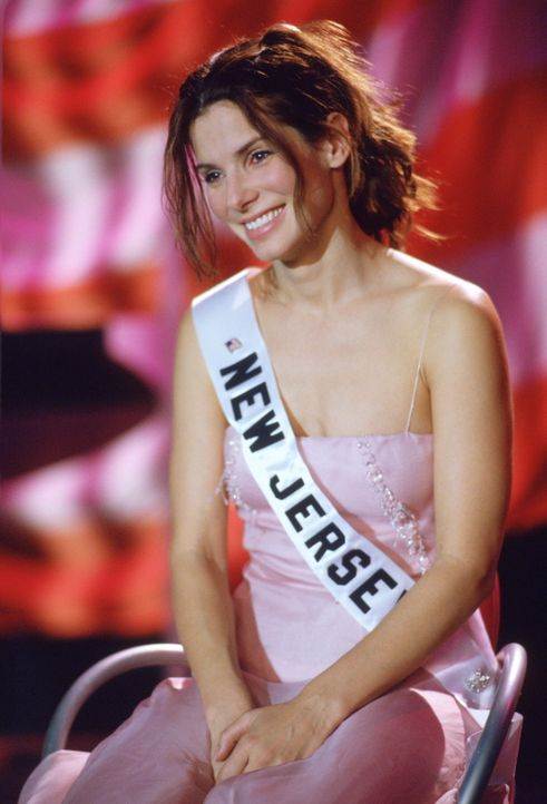 "Als ""Miss New Jersey"" ermittelt FBI-Agentin Gracie Hart (Sandra Bullock) undercover bei der Miss America Wahl ... - Bildquelle: 2000. Warner Brothers International Television Distribution Inc."
