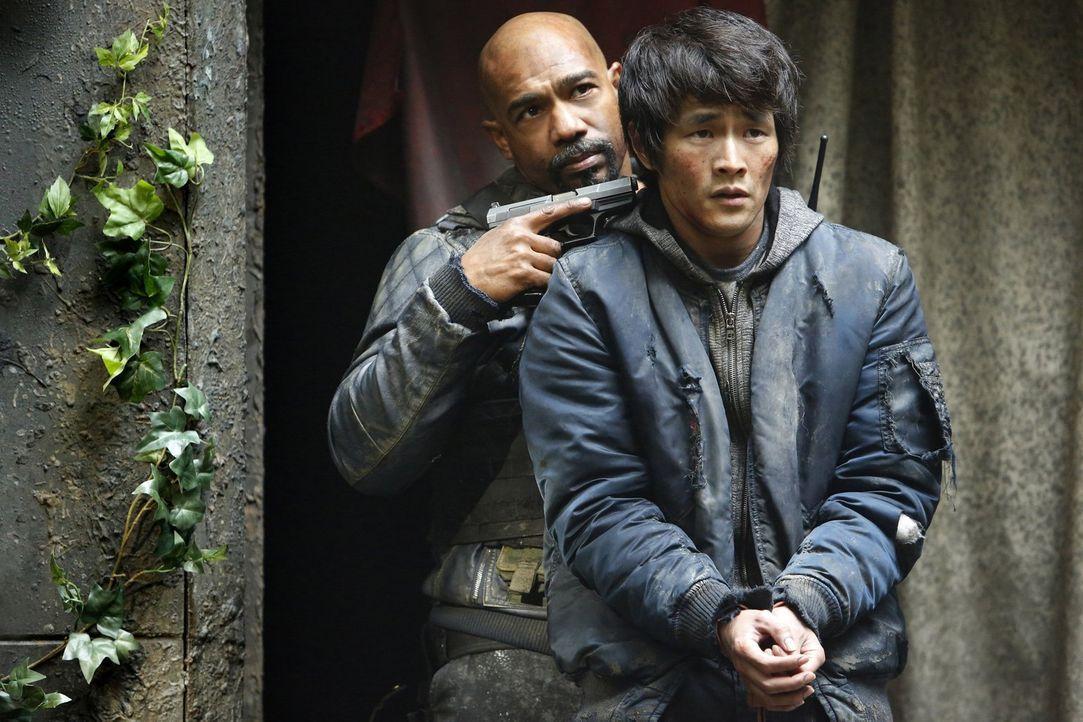 Was wird Pike (Michael Beach, l.) mit Monty (Christopher Larkin, r.) anstellen, wenn er erfährt, dass Monty sich gegen ihn gestellt hat? - Bildquelle: 2014 Warner Brothers