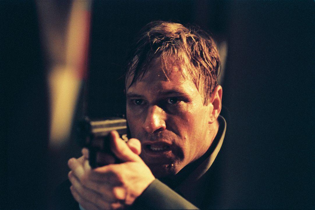 Die Fahndung nach dem Mörder zwingt FBI-Agent Mackelway (Aaron Eckhart) zu einer Konfrontation mit der Natur des Bösen. Schon bald findet er sich au... - Bildquelle: 2006 Sony Pictures Television International