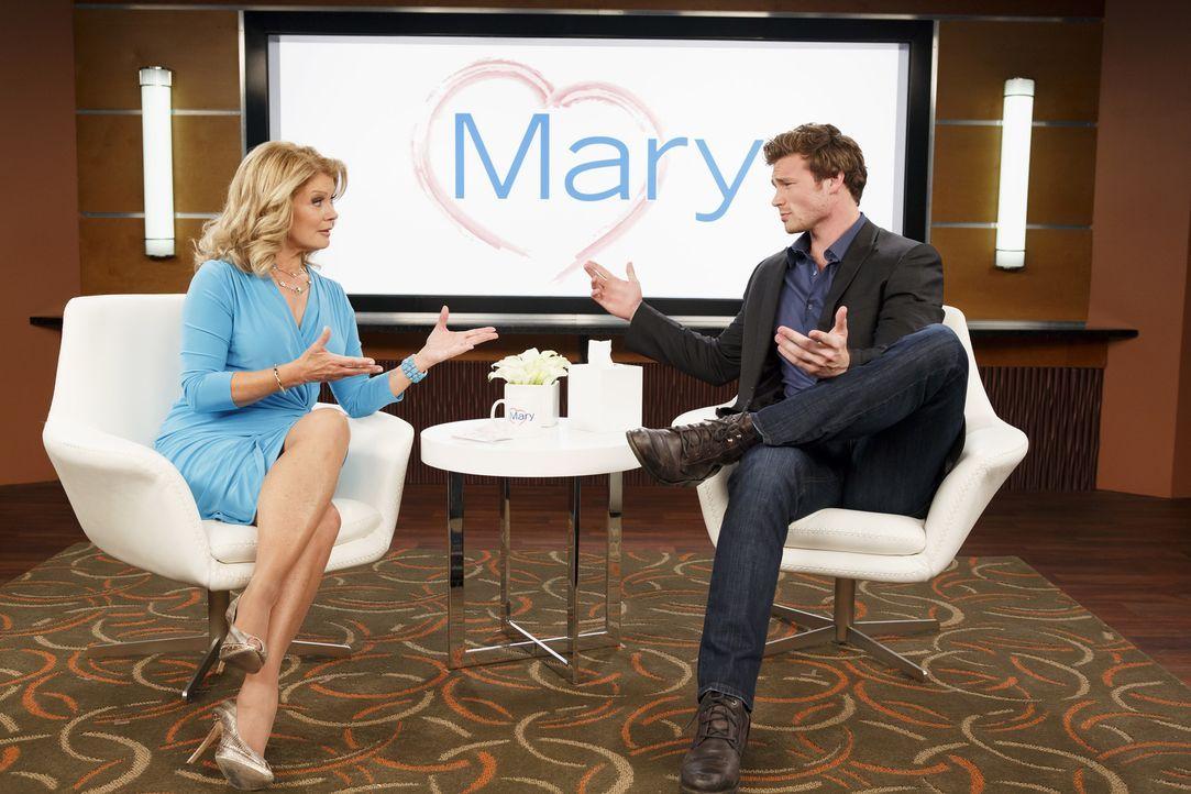 Mary Hart (Mary Hart, l.);Danny (Derek Theler, r.) - Bildquelle: Bruce Birmelin ABC Family