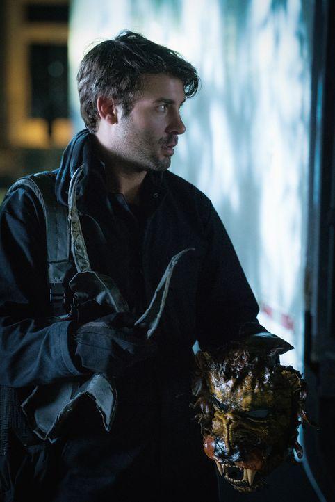 Um seine Loyalität gegenüber Ray zu beweisen, muss Jackson (James Wolk) dem Tieraktivisten helfen, in einen Zoo einzubrechen ... - Bildquelle: Cook Allender 2015 CBS Broadcasting Inc. All Rights Reserved.