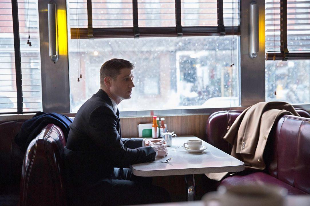 Während sich Bruce mit dem Überfall auf Alfred auseinandersetzen muss, hat Gordon (Ben McKenzie) genug von den Intrigen von Commissioner Loeb ... - Bildquelle: Warner Bros. Entertainment, Inc.