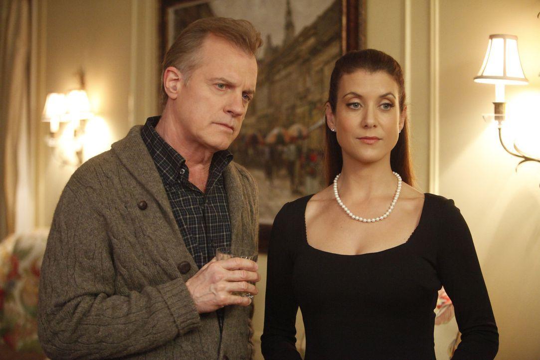 Müssen den Tod von Bizzy verkraften: der Captain (Stephen Collins, l.) und Addison (Kate Walsh, r.) ... - Bildquelle: ABC Studios