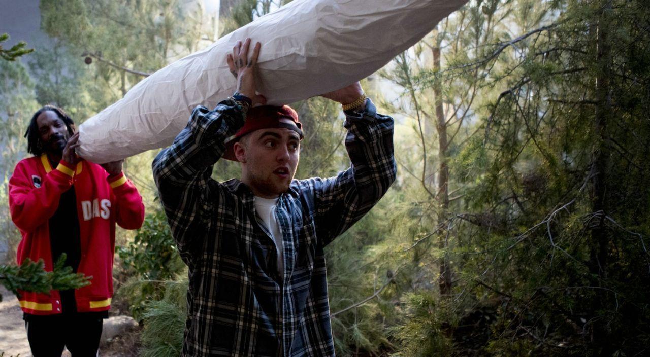 Eigentlich sind sie nur auf der Suche nach ein bisschen Cannabis, doch dann stoßen Ja'Marcus (Snoop Dogg, l.) und D'Andre (Mac Miller, r.) mitten im... - Bildquelle: 2013 Constantin Film Verleih GmbH.