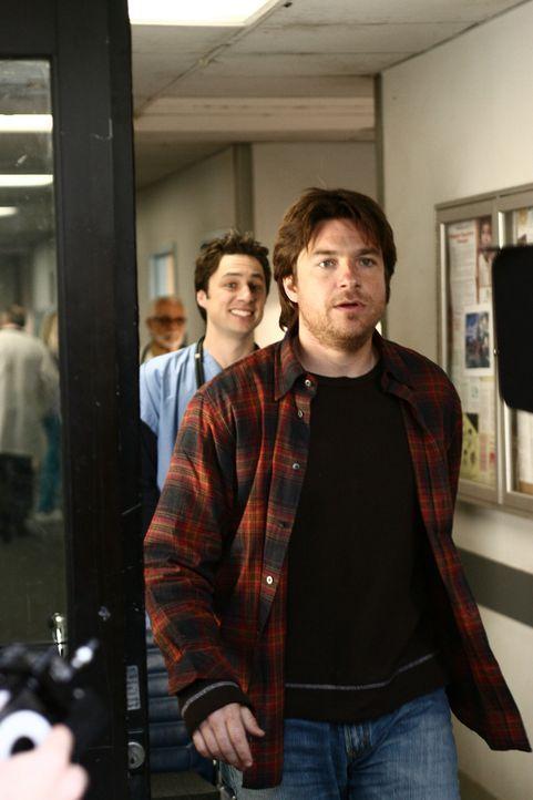 J.D. (Zach Braff, l.) ist fassungslos: Mr. Sutton (Jason Bateman, r.), ein Patient, dem er das Leben gerettet hat, weigert sich, ihm den gebührende... - Bildquelle: Touchstone Television