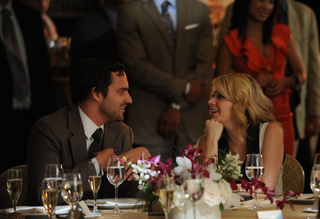 Nick (Jake M. Johnson, l.) ist nicht scharf auf ein Wiedersehen mit seiner Ex-Freundin Caroline (Mary Elizabeth Ellis, r.) ... - Bildquelle: 20th Century Fox