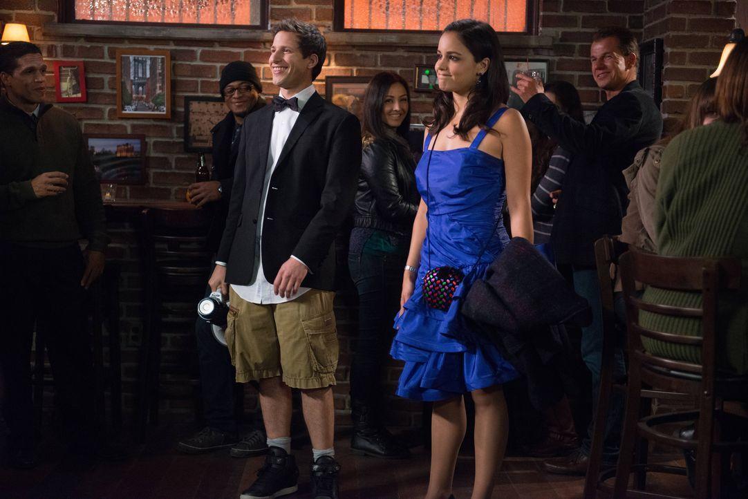 Jake Peralta (Andy Samberg, l.); Amy Santiago (Melissa Fumero, r.) - Bildquelle: Eddy Chen 2013 NBC Studios LLC. All Rights Reserved. / Eddy Chen