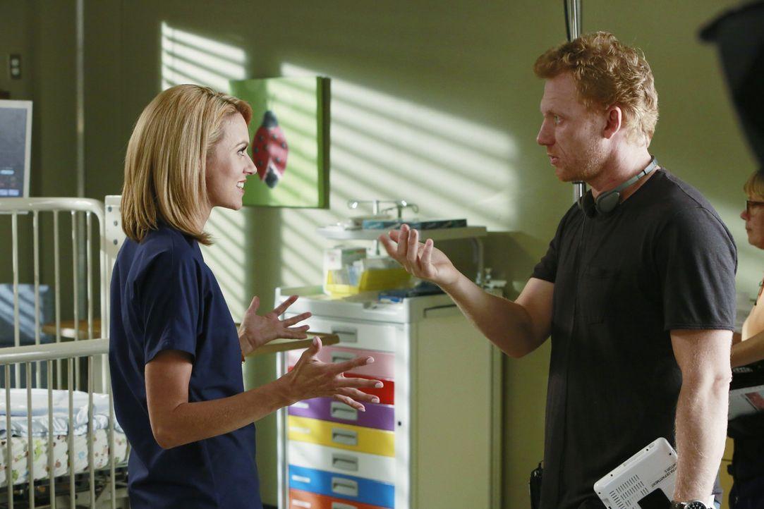 Owen (Kevin McKidd, r.) ist frustriert. Sein Patient liegt nach wie vor im Koma, während Lauren (Hilarie Burton, l.) ein Baby mit Missbildung behan... - Bildquelle: ABC Studios