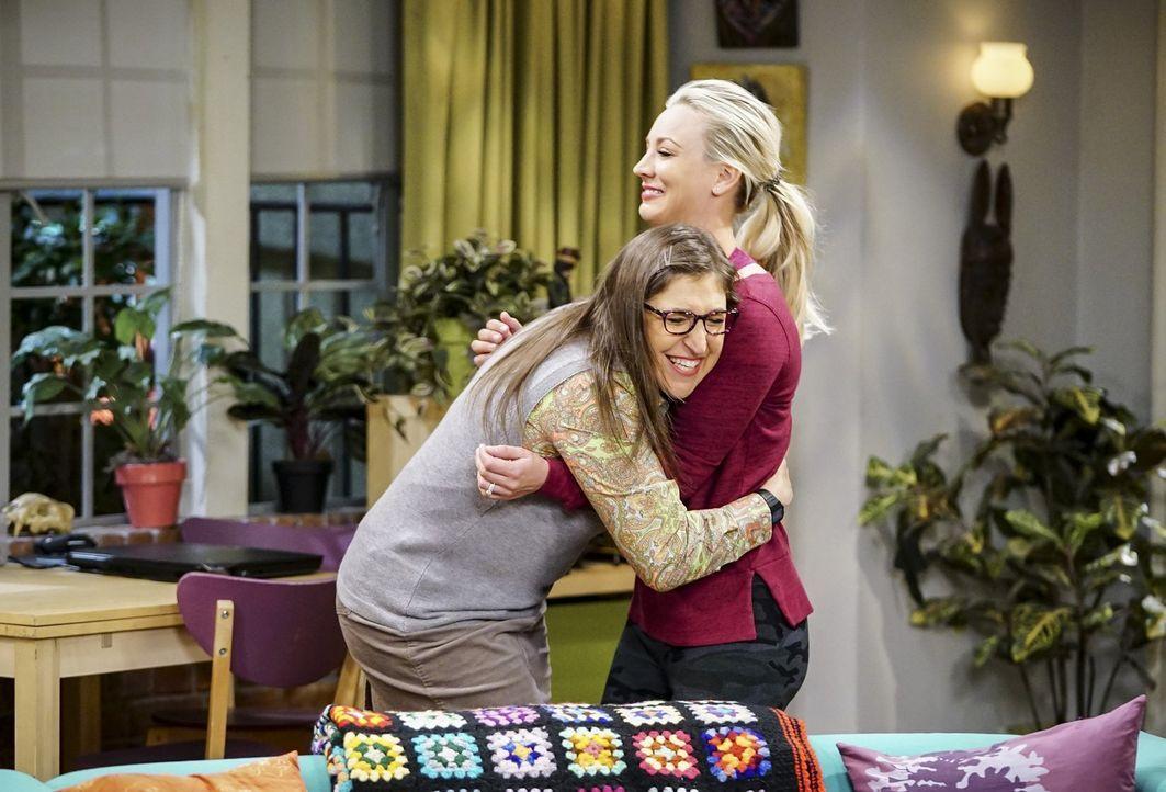 Erkennt Amy (Mayim Bialik, l.) anhand ihrer kleinen Tests, wie Pennys (Kaley Cuoco, r.) Gefühle für sie wirklich sind? - Bildquelle: Warner Bros. Television